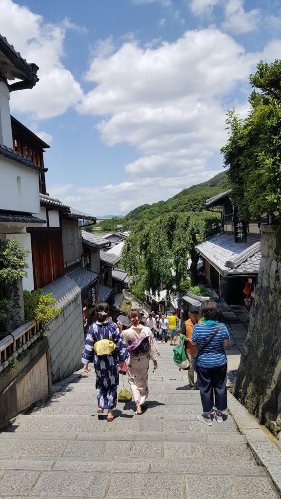 En plus, tu as le charme des gens en yukatas, voir kimono pour certaines