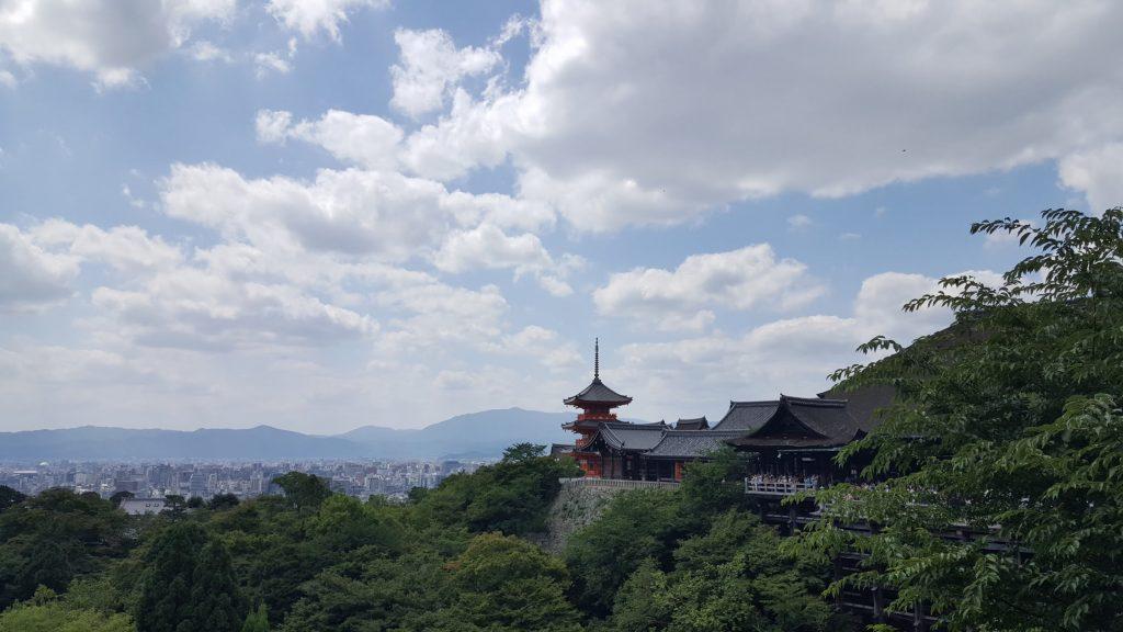 Faut admettre, d'un peu plus loin la vue est splendide et les touristes moins les uns sur les autres